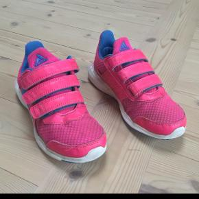 Adidas fritid sko som er i meget pænt stand