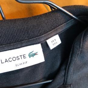 Sort Lacoste polo i slim fit størrelse L.