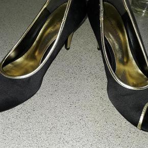 Varetype: stilletter Farve: sort guld  flotte sorte stiletter brugt 15 min så de er som nye  sender med dao 38