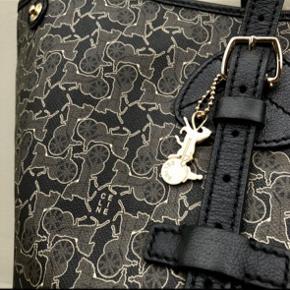 """CÉLINE shopper i læder med to indvendige lommer. Fra """"horse carriage"""" kollektionen. Denne taske er yderst sjælden at finde på markedet.  Mål: 54*31."""