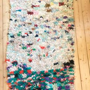 Mega flot unika boucherouite tæppe fra Marokko! Måler 225x80 cm, men varierer i længde og bredde. Byd endelig! :-)