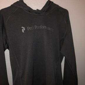 Peak Performance bluse