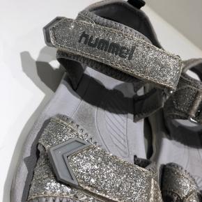 Glimmer sandaler fra Hummel str 31. Rigtig fine