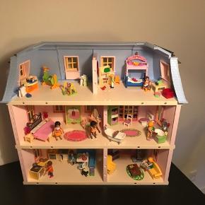 Playmobil hus næsten som NY. Kun leget med få gange. Manual medfølger. Fra ikke ryger hjem.