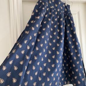 Smukkeste nederdel i fantastisk gennemført kvalitet  Bytter ikke
