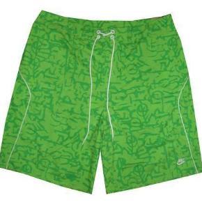 Nye Nike shorts/badeshorts uden inderfoer, livvidde 49 cm.Størrelsen er 36 (XL)  Porto 37 kr