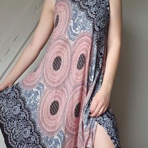 Let, sommer kjole. Passer xs- large da den er luftig 🌞