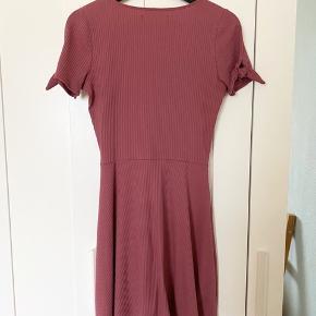 Den smukkeste kjole fra A&F. Brugt få gange og fejler ingenting :)   #30dayssellout