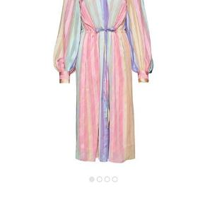 Smuk smuk kjole  1500kr incl Porto betaling via mobilpay