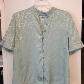 Fin Envii skjorte. Brugt få gange, men stadig i god stand. Byd gerne :)