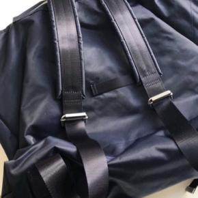 Helt ny, ikke brugt. Fin og rummelig rygsæk fra Arket i bæredygtigt materiale. Se deres hjemmeside for flere informationer.