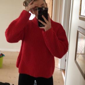 Sælger denne røde strik trøje fra pieces Str S rigtig god stand næsten ikke brugt   100 + fragt
