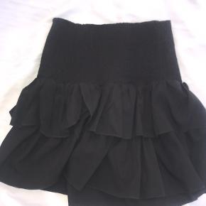 Neo Noir nederdel i sort 🌸 Er lille i størrelsen, passer en str S-M Er kun brugt meget få gange og har ingen fejl. Skriv for flere billeder.