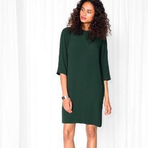 Varetype: kjole Farve: Mørkegrøn  Fin kjole fra & other stories.  Den sælges for 125 + porto eller kan afhentes på Østerbro :-)