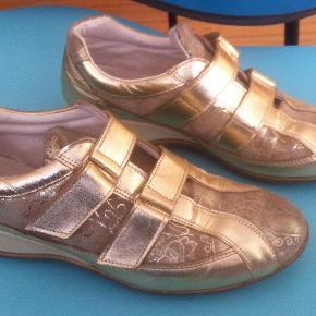 cdd637f9adf Varetype: Lækre guldsko fra skønne AHLER Farve: Guld Oprindelig købspris:  800 kr.