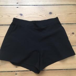 Sorte basic shorts fra Envii. Jeg sælger dem da jeg ikke får dem brugt☺️