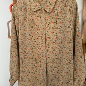 Fin vintage silkeskjorte fra Prag