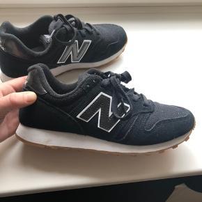 New Balance i str. 36 og er ikke blevet brugt mere end to gange ✨  Sender gerne, men på købers regning♻️  #sneakers #newbalance