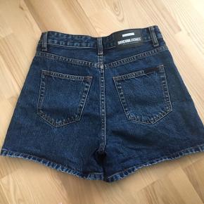 Shorts fra Dr. Denim, fitter en XS/S ☺️ Aldrig brugt og i perfekt stand.