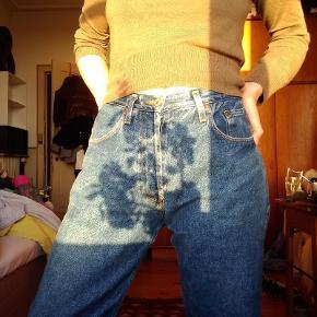 Er normalt en str. 36 i bukser - disse bukser er en smule store i taljen, men ellers super fine med et bælte. Skriv endelig for flere billeder! ✨Køber betaler fragt✨