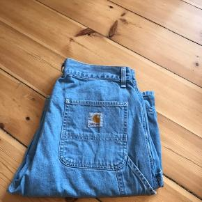 Carhartt single knee short Farve: denim Str: 31 150kr
