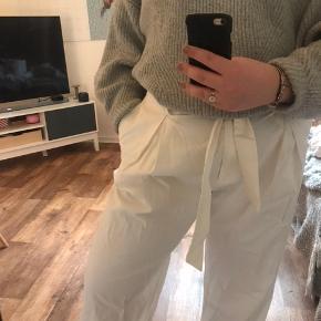 Hvide culottebukser fra H&M, i str. 44 Aldrig brugt.