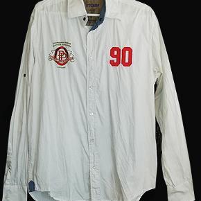 Smart skjorte fra Storm i str L, brugt få gange og i fin stand. Købspris 399 kr #30dayssellout