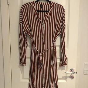 stribet kjole fra Vero Moda, brugt få gange