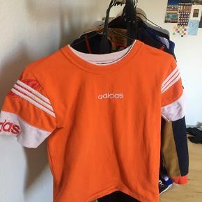 Sælger denne Adidas bluse den er super sej og dejlig. Købt i episode