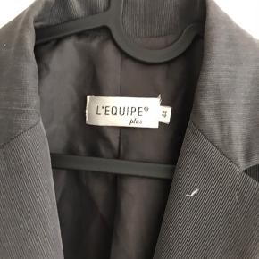 Fed grå blazer. Købt for 300, byd