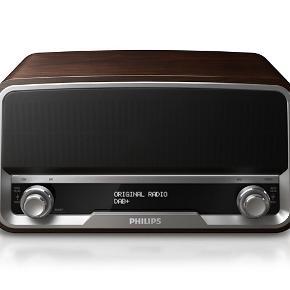 Philips orginale radio og højtaler sælges da vi har fået en ny.   Købt for tre år siden men virker upåklagelig.   Ingen skrammer eller ridser.   Byd gerne - kan afhentes på Nørrebro. Kassen medfølger.