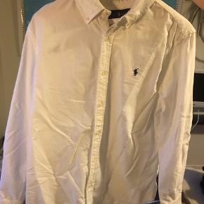 Hej - jeg sælger ud af min kærestes tøj. Har ingen mp og kender ikke nyprisen på tøjet, så BYD endelig! Hvilken stand tøjet er i, har jeg selv vurderet så det er en ca. Vurdering 😁