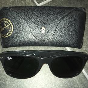 New wayfarer solbriller i sort. Fremstår som nye. Har desværre ikke kvitteringen længere.