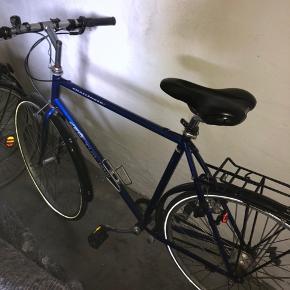 Brugt cykel i mærket centurion Er punkteret på det ene dæk (tænker den skal have en ny slange) 1 nøgle medfølger til låsen.
