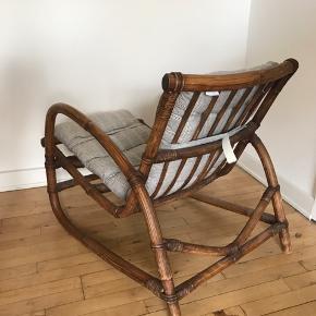 Sælger denne 'lænestol' med hynde - tror den er siddet i maks 5 gange - hynde er helt ny   Skal afhentes fra 1 sal - den er ikke tung  (Ikke ryger hjem)