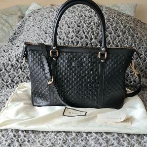 Gucci Guccissima taske. Kan enten bruges som crossbody eller som skuldertaske. Super god stand, som ny. Ægthedscertifikat medfølger og dustbag 🌸