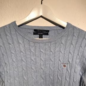 Blå sweater fra GANT. I god stand. Nypris omkring. Nypris omkring 800 kr. Fitter L