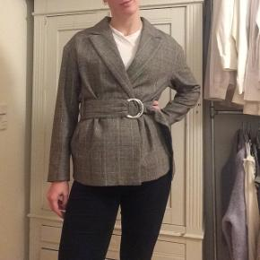 H&M blazer - kun brugt er par gange. Så fin! Se også mine andre annoncer