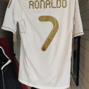 Ægte Real Madrid trøje m. Print af Ronaldo Kan kun afhentes i Vejle