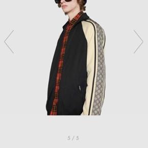 Helt nyt Gucci tracksuit til herrer i str. L  Nypris jakke: ca. 9700 kr.  Nypris buks: ca. 5.600 kr.