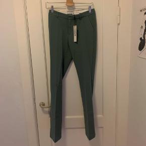 Helt nye Neo Noir bukser med prismærke i str xs. Det er deres Cassie pants, som er flared i bunden. Farven er: 153 mint.
