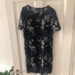 Smuk blå Storm og Marie t shirt kjole. I rigtig flot stand. Fast pris. Nypris 1800