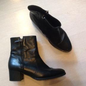 Lækre velholdte støvler i blødt slimd