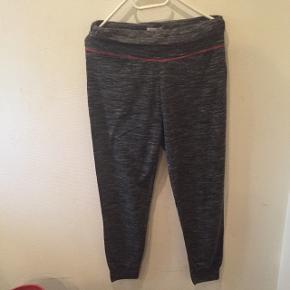 NorvigSkønne hyggebukser..ikke brugt ret meget Lav din egen tøjpakke, 10 dele for 100kr, ellers er det nuværende pris der gælder