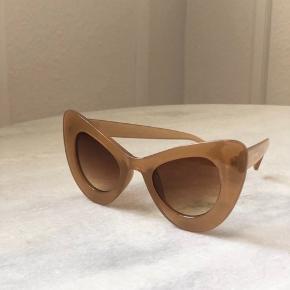 Beige cateye solbriller fra Asos. Brugt én gang. Bytter ikke :)