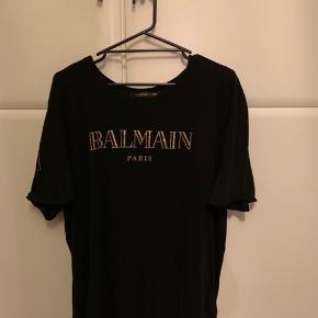 Balmain x hm t shirt brugt få gange nærmest som ny..
