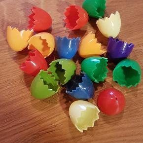 Retro påskeæg æggeskaller. De er ikke med tråd, men det kan de, som det også ses på billederne. Blandet farver og der er 17 stk.