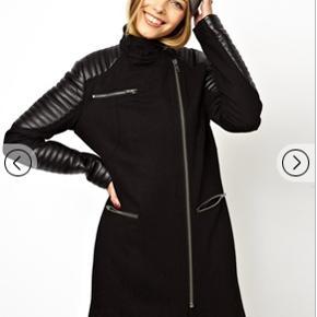 """Super fin overgangsjakke/vinterjakke i uld med """"læder"""" deltaljer. Kan sendes med Dao for 40 kr. eller afhentes i Århus C."""