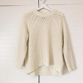 Vildt fin sweater i str. S. Er dog lidt oversize og ses her på en str. small model på 170cm 🌻 byd løs