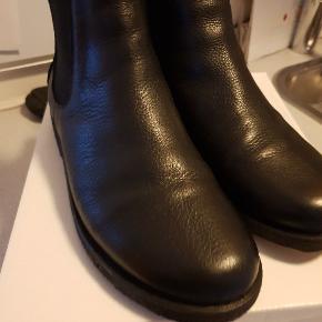 Sælger mine Angulus støvler brugt 2 gange kan ikke Bruce dem på grund af en dårlig fod nypris 1300
